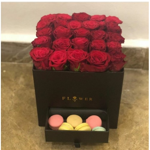 Kutu güller ve makaron