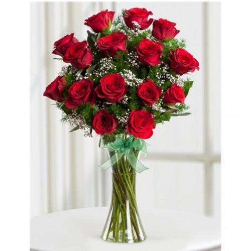 Aşkın Büyüsü 15 Kırmızı Gül Aranjmanı