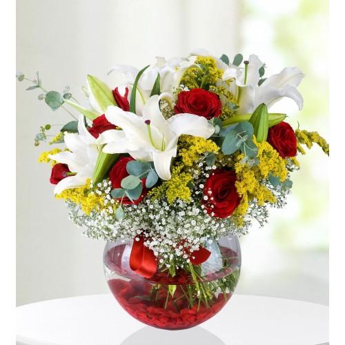 Bahar Mutluluğu Kırmızı Gül ve Lilyum Aranjmanı