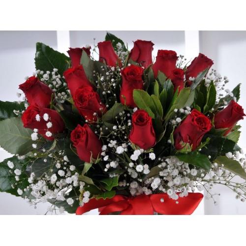 Kızıl Melodi 15 Kırmızı Gül Çiçek Arajmanı